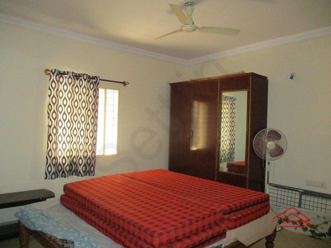 13J1U00044: Bedroom 1