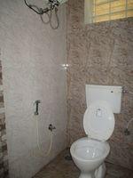 10A4U00076: Bathroom 1