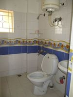 10M5U00032: Bathroom 1