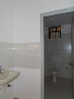 13J1U00280: Bathroom 3