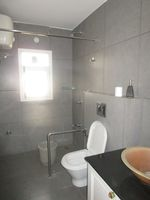 13M5U00688: Bathroom 3