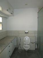 13M5U00688: Bathroom 4