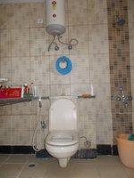 13DCU00456: Bathroom 3