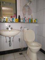 13DCU00456: Bathroom 4
