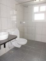 13M5U00073: Bathroom 4