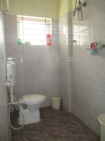 15J1U00024: Bathroom 1