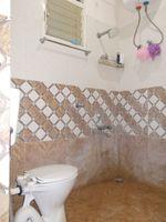 13J7U00439: Bathroom 1