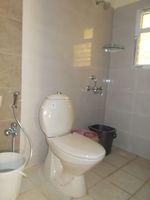 13J1U00304: Bathroom 1
