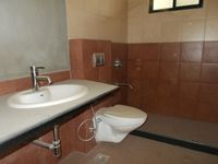 13M3U00318: Bathroom 2