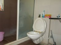 12OAU00125: Bathroom 1