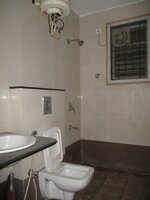 15J7U00520: Bathroom 2