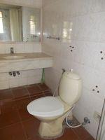 12DCU00232: Bathroom 1