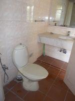 12DCU00232: Bathroom 3