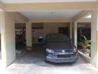 12DCU00232: parking 1