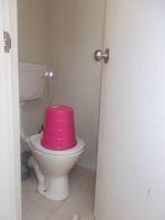 11DCU00096: Bathroom 3