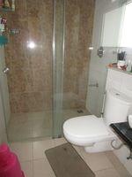 13A4U00207: Bathroom 4