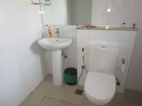13A4U00207: Bathroom 2