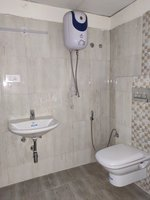 13DCU00101: Bathroom 3