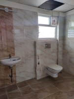 13DCU00101: Bathroom 2