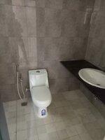 15J7U00243: Bathroom 3