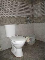10M5U00183: Bathroom 2