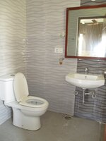 15F2U00298: Bathroom 1