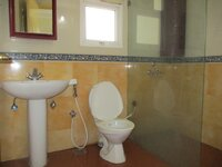15J1U00474: Bathroom 2