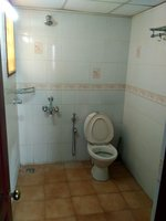 13OAU00257: Bathroom 1