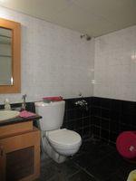 13M5U00566: Bathroom 1