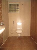 11OAU00148: Bathroom 1