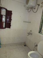 13OAU00190: Bathroom 1