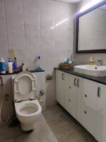 15J1U00110: Bathroom 2