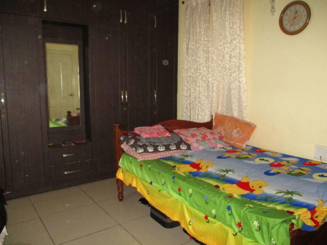 007: Bedroom 1