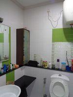 12DCU00083: Bathroom 1
