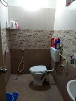13M3U00032: Bathroom 1