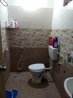 13M3U00032: Bathroom 2