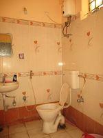 11F2U00056: Bathroom 3