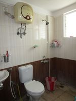 13M5U00097: Bathroom 1