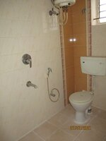 15J7U00212: Bathroom 3