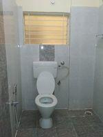 12M5U00250: Bathroom 1