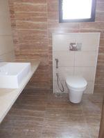 12DCU00214: Bathroom 1