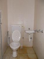 12DCU00214: Bathroom 6