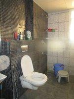 13DCU00536: Bathroom 3