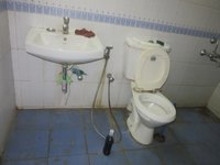 13DCU00169: Bathroom 3