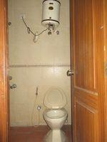 11DCU00008: Bathroom 1