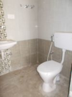 13M5U00180: Bathroom 1