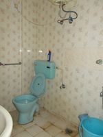 13J6U00559: Bathroom 2