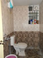 13J6U00001: Bathroom 2