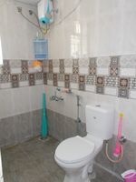 13J6U00001: Bathroom 1