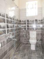 13A8U00001: Bathroom 2